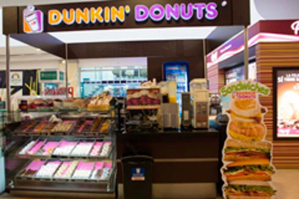 La franquicia Dunkin Donuts compite fuerte con café