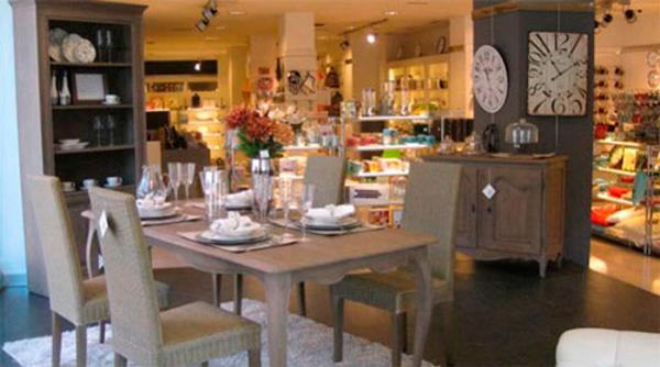 Los muebles y la decoración se hacen fuertes en la ...