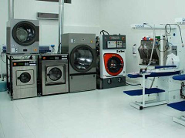Comenzó a funcionar la primera franquicia de la lavandería 5àSec del país